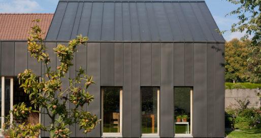 Veld turn former blacksmith's workshop into home extension in Belgium