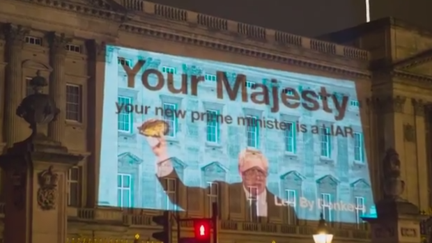 'Your new prime minister is a liar': Boris Johnson protest projected on Buckingham Palace – CTV News