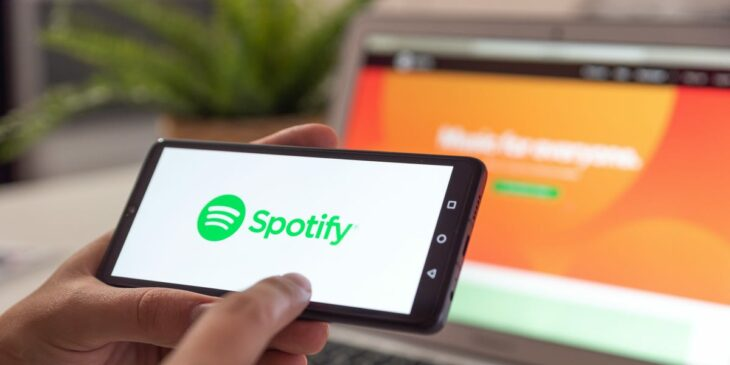 It looks like popular iOS apps including Spotify are crashing for thousands of people right now